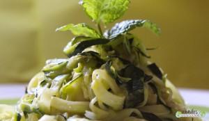 Tagliatelles de courgettes-menthe-vinaigre balsamique-huile de noisette