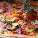 Tarte estivale comme une pizza, au thym du jardin