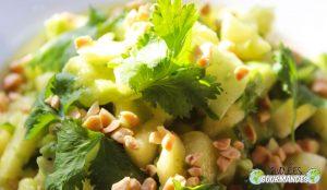 Ananas, avocat et concombre en salade au poivre de Penja
