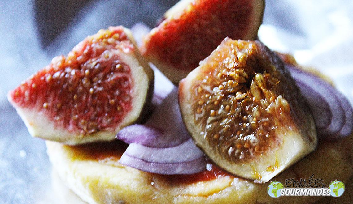 (Quando o Wouri reunião Auvergne)Pequenas pizzas tanchagem Fourme d'Ambert e figos frescos