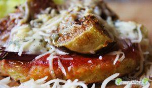 Petites pizzas de banane plantain à la Fourme d'Ambert et aux figues fraîches