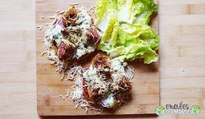 Small pizzas plantain Fourme d'Ambert and fresh figs