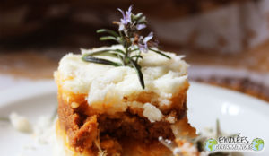 Parmentier of cassava beef and tomato sauce