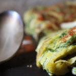 Mon omelette au chou cavalier, à l'ail semoule, aux oignons et au piment de Cayenne