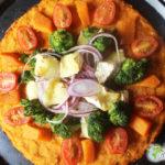 Grande pizza savoureuse de patate douce et Mini Caprice
