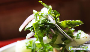 Freshness in mouth (spinach salad and pear tree enhanced by garlic of Cameroon *)